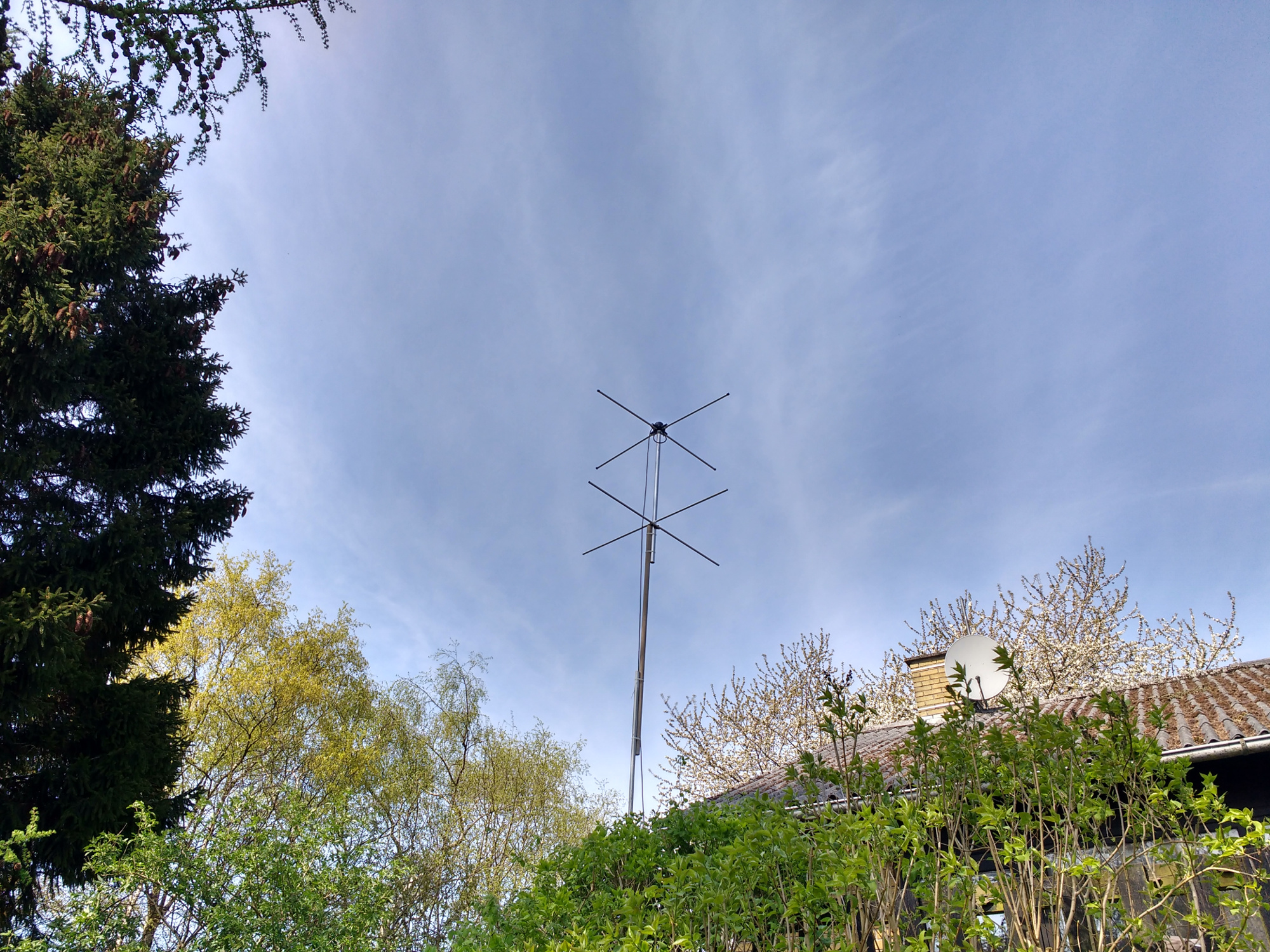 Turnstile antenna for satellite reception